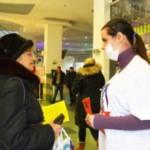 Студенты-медики рассказали черновчанам, как уберечься от гриппа