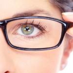Ученые назвали семь привычек, которые портят зрение