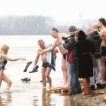 Черновицкая врач рассказала, кому нельзя нырять в прорубь на Крещение