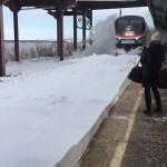 В Нью-Йорке на вокзале пассажиров накрыло волной снега